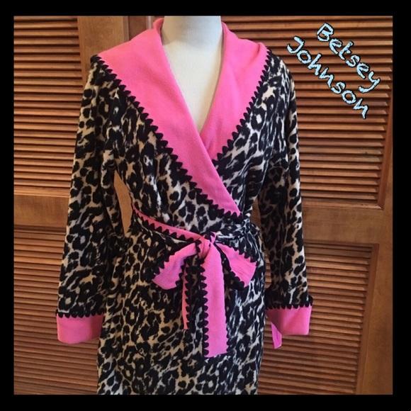 ae98ec1500 Soft   cozy Betsey Johnson robe-leopard print
